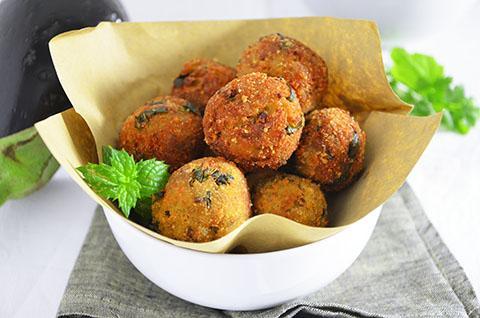 Ricette vegetariane polpette di melanzane ricette a tavola for Ricette di cucina antipasti