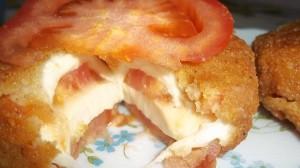 mozzarella caprese fritta