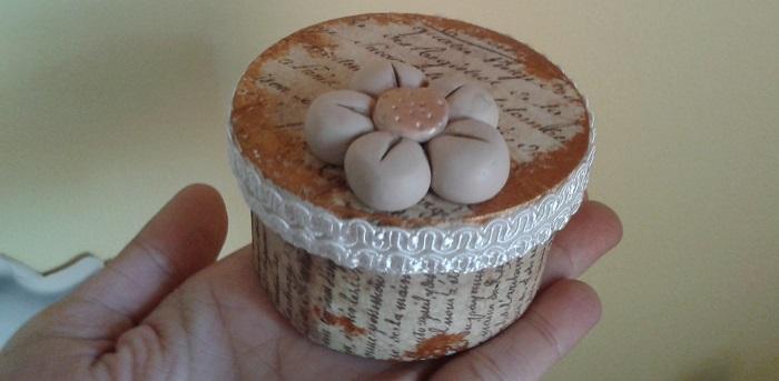 Abbellire la tavola con decorazioni decoupage fiori ed oggetti fatti a mano - Decorazioni decoupage ...