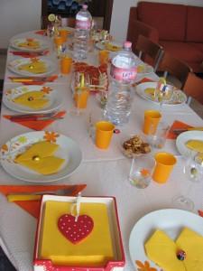 Decorazioni a tavola apparecchiare per la festa del pap - Decorazioni per la tavola ...